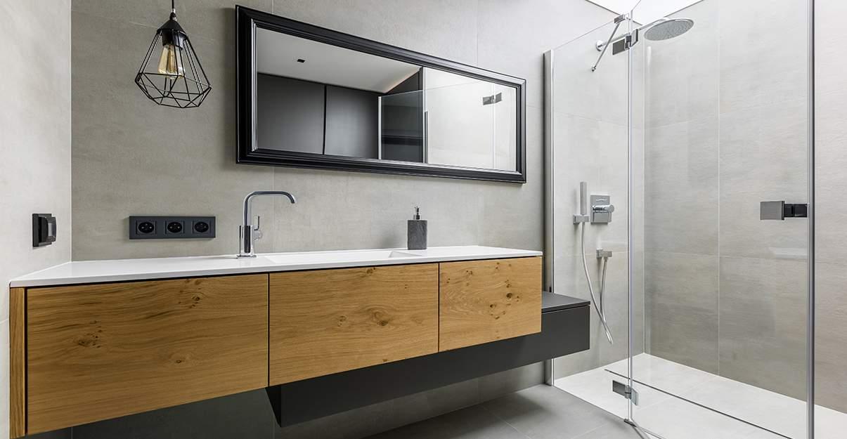 Remplacer sa baignoire par une douche: une sensation d'espace.