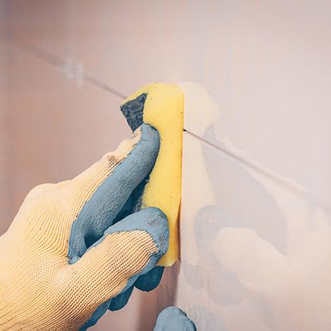Protection du carrelage avant l'application des joints.