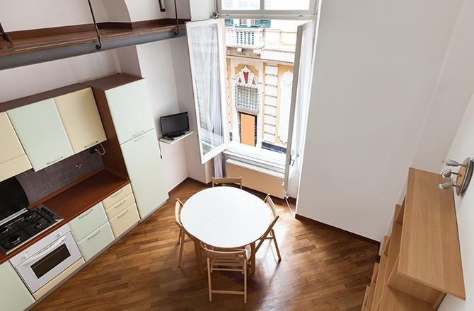 Cuisine et plafond cathédrale en duplex