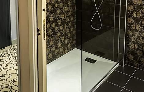 Agrandir le bac à douche sans changer le carrelage