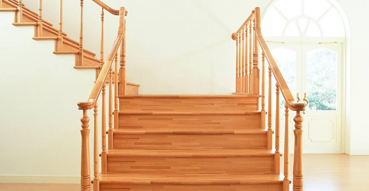 Les pièces de cet escalier tout en courbes sont chantournées