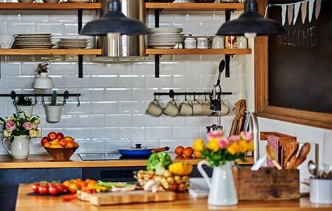 Une cuisine vintage en bois orangé