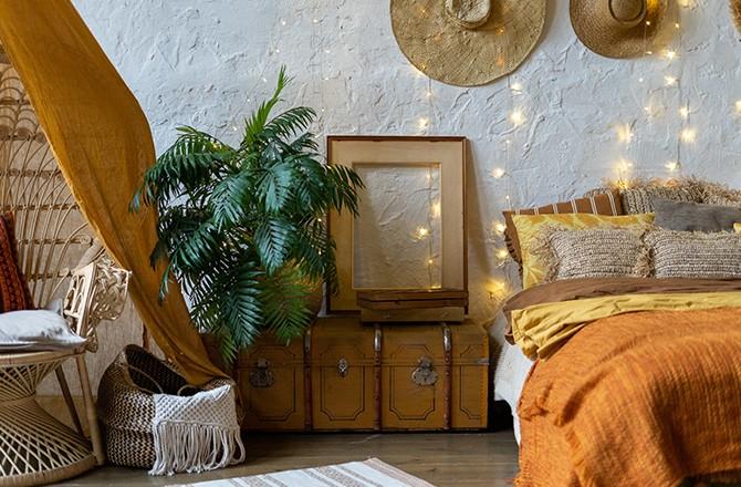 Une chambre d'hôte à la décoration ethnique, qui invite au voyage.