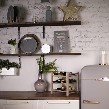 Aménager une petite cuisine: les étagères