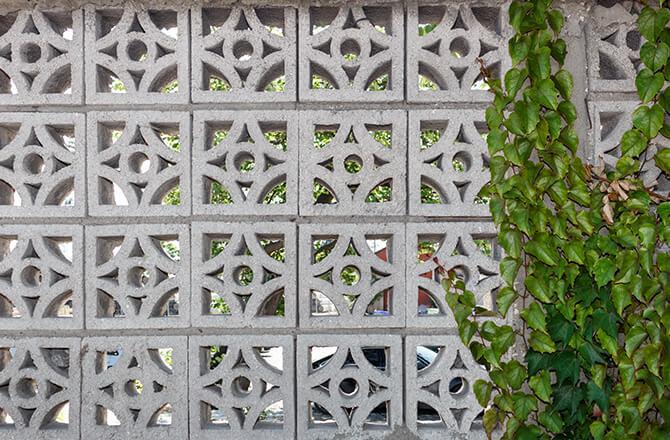 Clôture béton panneaux claustra