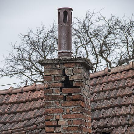 démolition cheminée conduit qui s'effondre