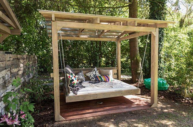 Couvrir une terrasse: la pergola couverte de bois