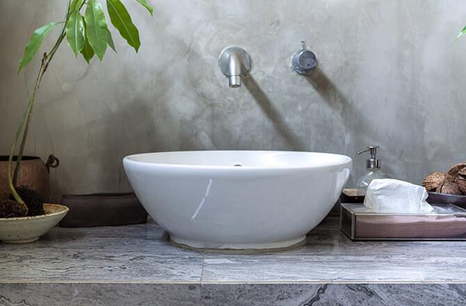 Béton décoration: en crédence de salle de bain