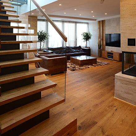 Déco cage d'escalierrampe bois et verre