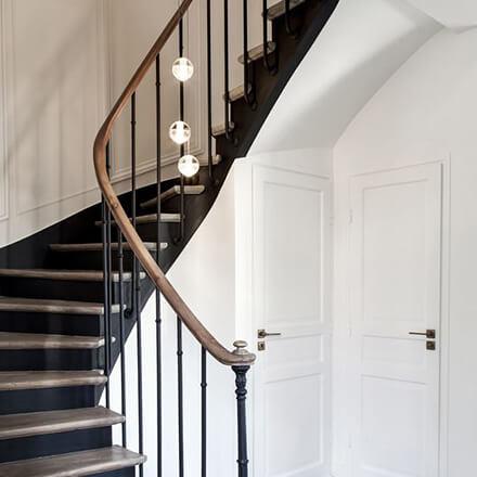 Déco cage d'escalier: descente lumineuse