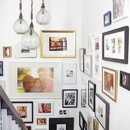 Déco cage d'escalier: musée de famille