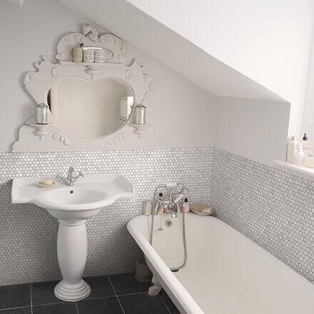Salle de bain mosaïque octogonale blanche