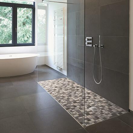 Douche italienne mosaïque marbre et galet