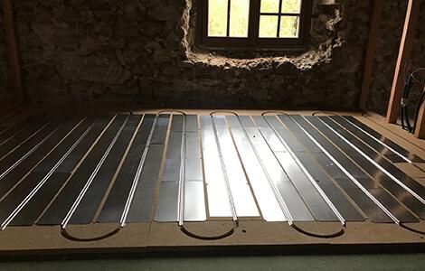 Plancher chauffant à eau sous chape sèche