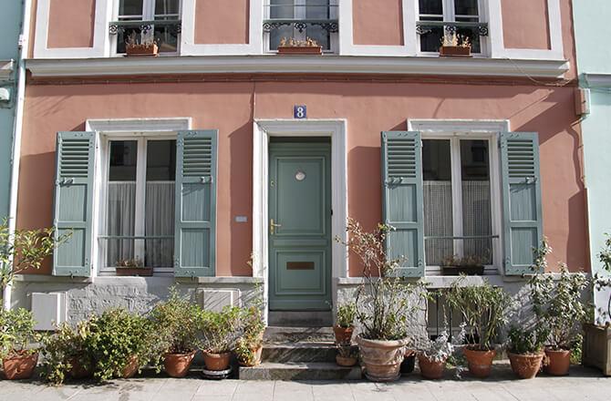 Couleurs façade: rose et vert amande