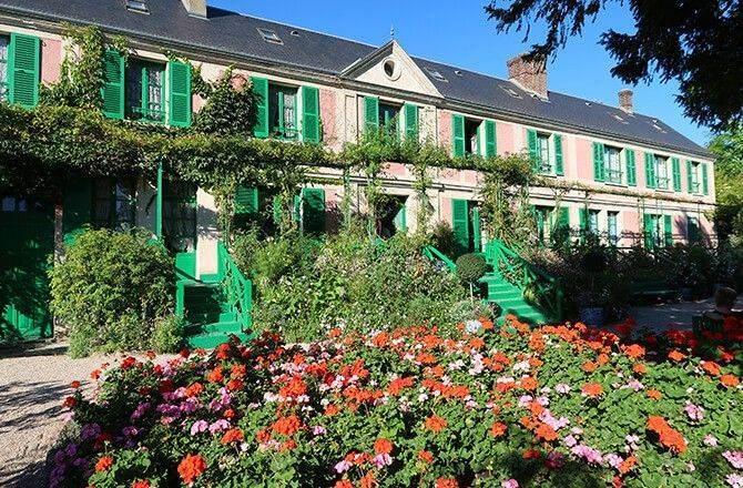 Couleurs façade: rose et vert vif