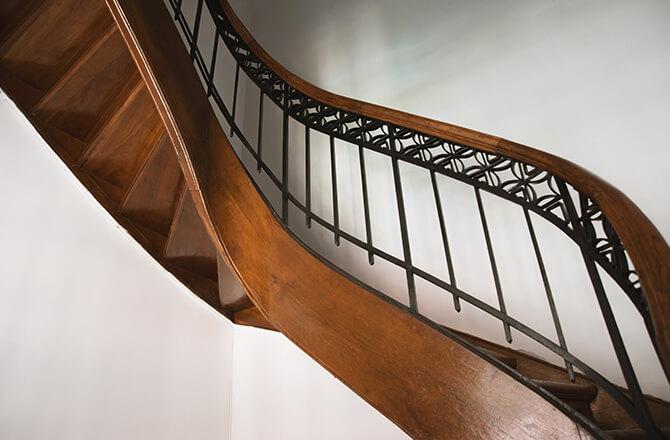 Déco cage d'escalierrampe bois et fer forgé