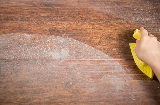 Vitrifier un parquet bois: Etape 2, le dépoussiérage