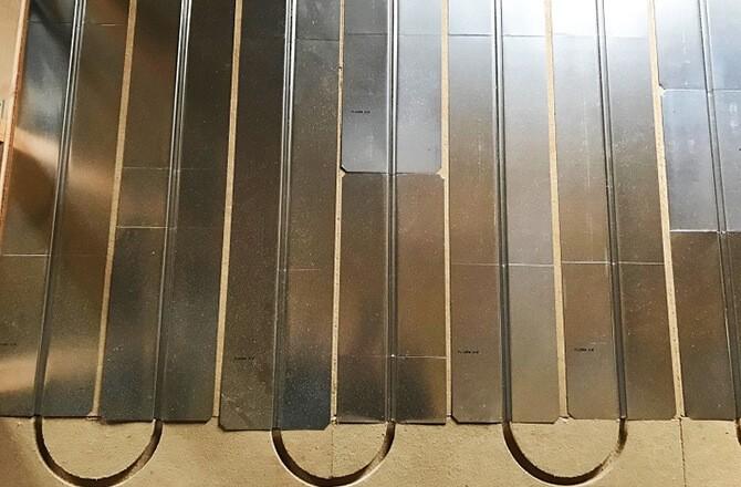 Plaques isolantes rainuréespour plancher chauffant à eau