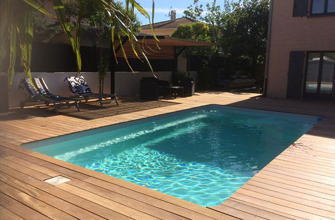 Terrasse bois plage de piscine