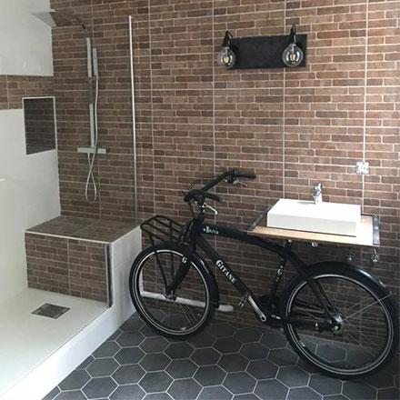 Salle de bain rénovée par Aurore DC, EGB La Maison Saint-Gobain