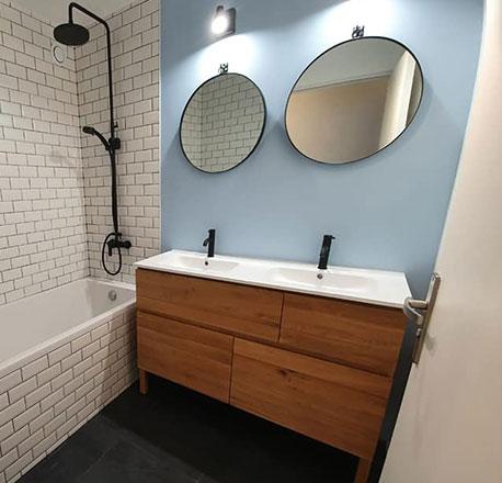 Salle de bain par Lyes L, plombier La Maison Saint-Gobain