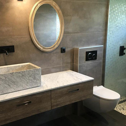 Salle de bain grès cerame pierre
