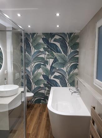 Salle de bain rénovée par Daniel R, plombier La Maison Saint-Gobain