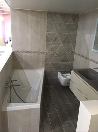 Salle de bain rénovée par René M, agenceur La Maison Saint-Gobain.