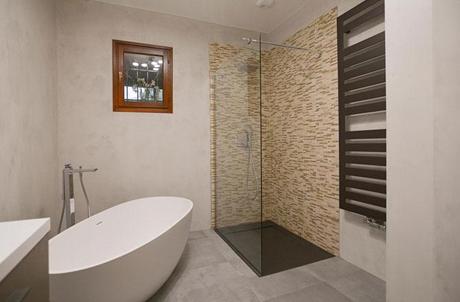 Salle de bain rénovée par René M, sollier La Maison Saint-Gobain.