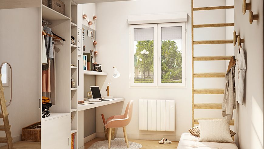 Une chambre d'adolescente avec coin bureau et placards