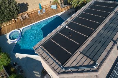 Une piscine chauffée à l'énergie solaire