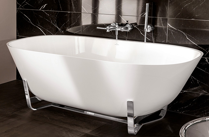 Une baignoire scandinave aux lignes et teintes modernes design