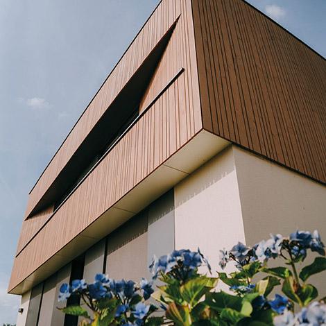 Modernité, style et design avec cette maison en pose verticale