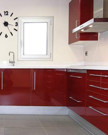 La cuisine rouge et blanche