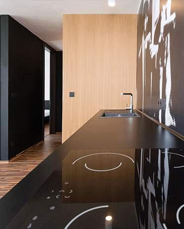 cuisine noire avec bois clair