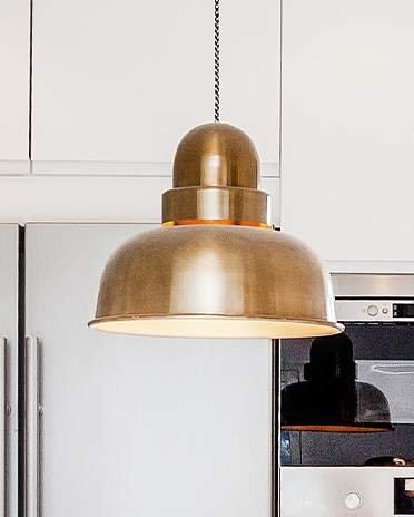 cuisine blanche avec luminaire cuivre