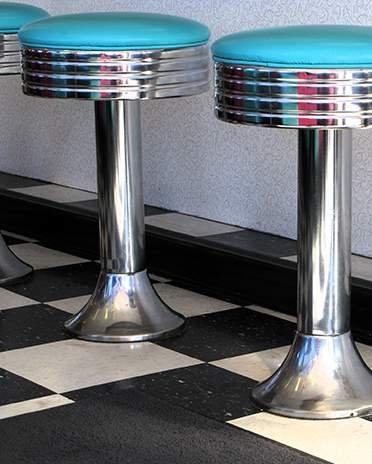 Style vintage - tabourets de bar 50's - La Maison Saint-Gobain