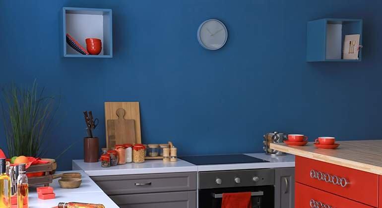 cuisine bleue et rouge