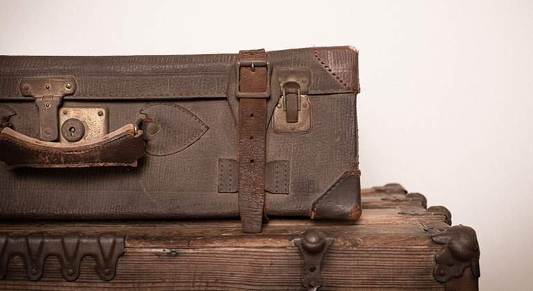 Style vintage - vieilles valises en cuir - La Maison Saint-Gobain
